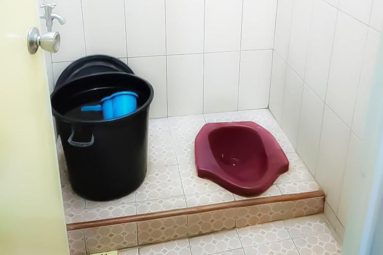Toilet Omah Adisucipto homestay