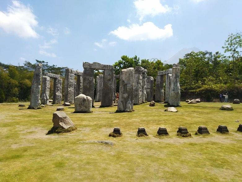 stonehenge cangkringan jogja